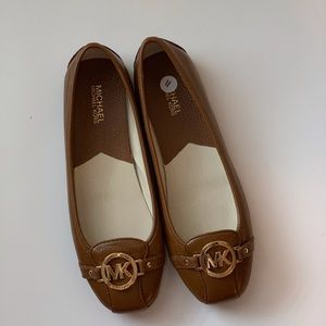 Micheal Kors tan/brown leather flats